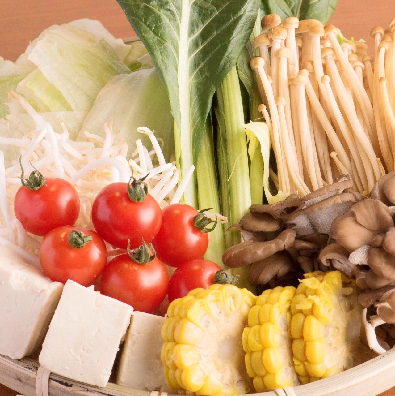 旬を味わえる新鮮野菜やお鍋の具材が並ぶビュッフェをご用意