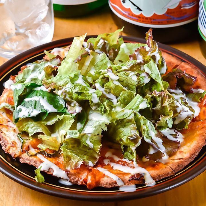 自社農園のおなか元気園で育った野菜がのったピザは見逃せない!