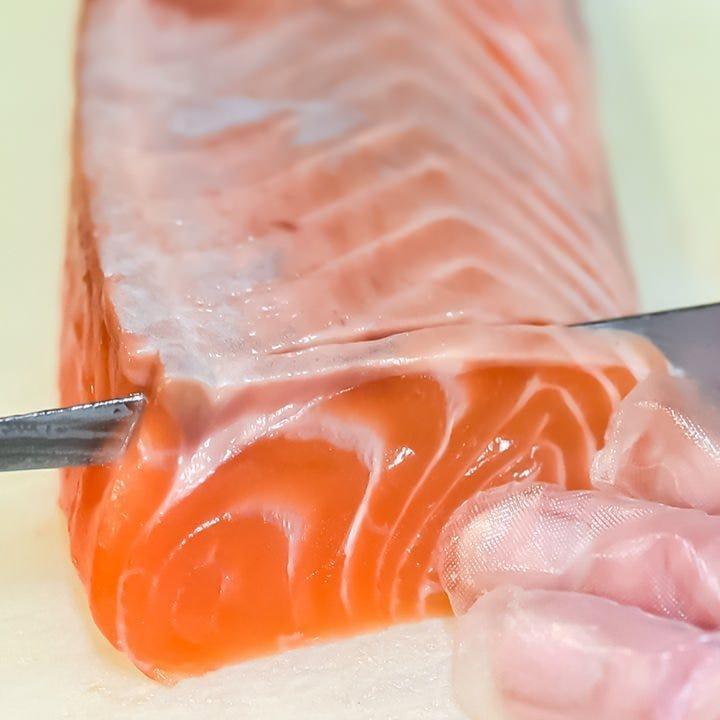 熟練の技が光る見事な手捌き◎朝締めの新鮮な魚介は必食の一品