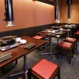 【テーブル席/2~12名様】寛げるテーブル席で食事と会話をゆっくり楽しんで♪