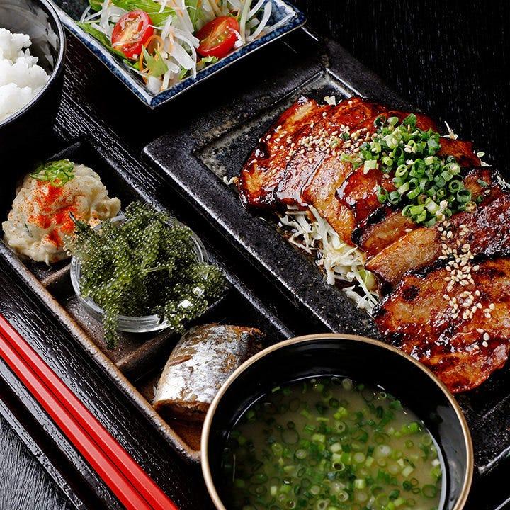 甘辛いタレでご飯が進む『豚味噌焼定食』はボリューム満点!