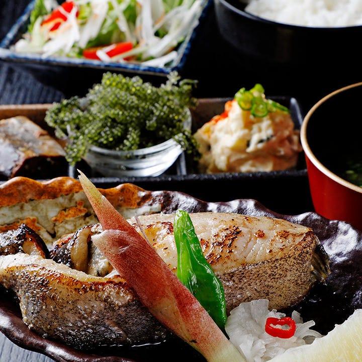 大人気メニュー!脂がのってふっくら香ばしい『本日の焼魚定食』