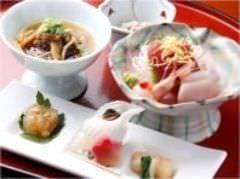 お昼の接待、会食などには仁松膳、松花堂、コースをご用意。
