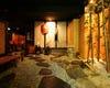 入り口を開けると石畳と灯籠、竹林の趣ある空間が広がります。