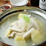 タッカンマリ(韓国風丸鶏鍋)