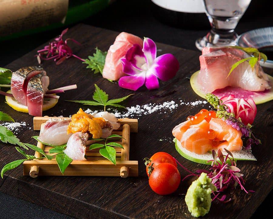 魚料理メインのお店だから…新鮮魚介を贅沢に。刺身盛り合わせ。