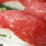 黒毛和牛の肉ずしや、天ぷらの盛り合わせが楽しめるコースも!