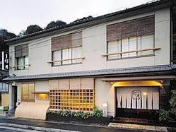 石山寺近くの瀬田川畔の 風光明媚な地にございます。