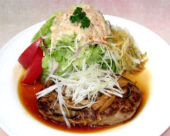 手作り和風きのこハンバーグ(200g)とサラダ