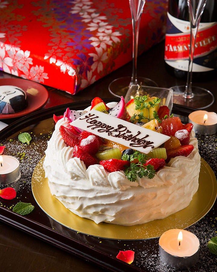 ホールケーキや、花束もご用意致します!