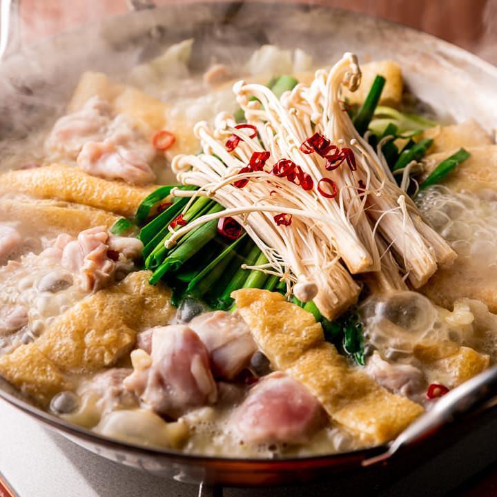 鳥屋秘伝の白湯スープ。 自信を持ってお届けする自慢の鳥屋鍋。