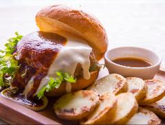 プレミアムデミグラスチーズバーガー(Premium with Demigrass Cheeseburger & Potato)
