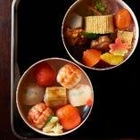 JR京都伊勢丹のデパ地下にてお弁当を販売しております。