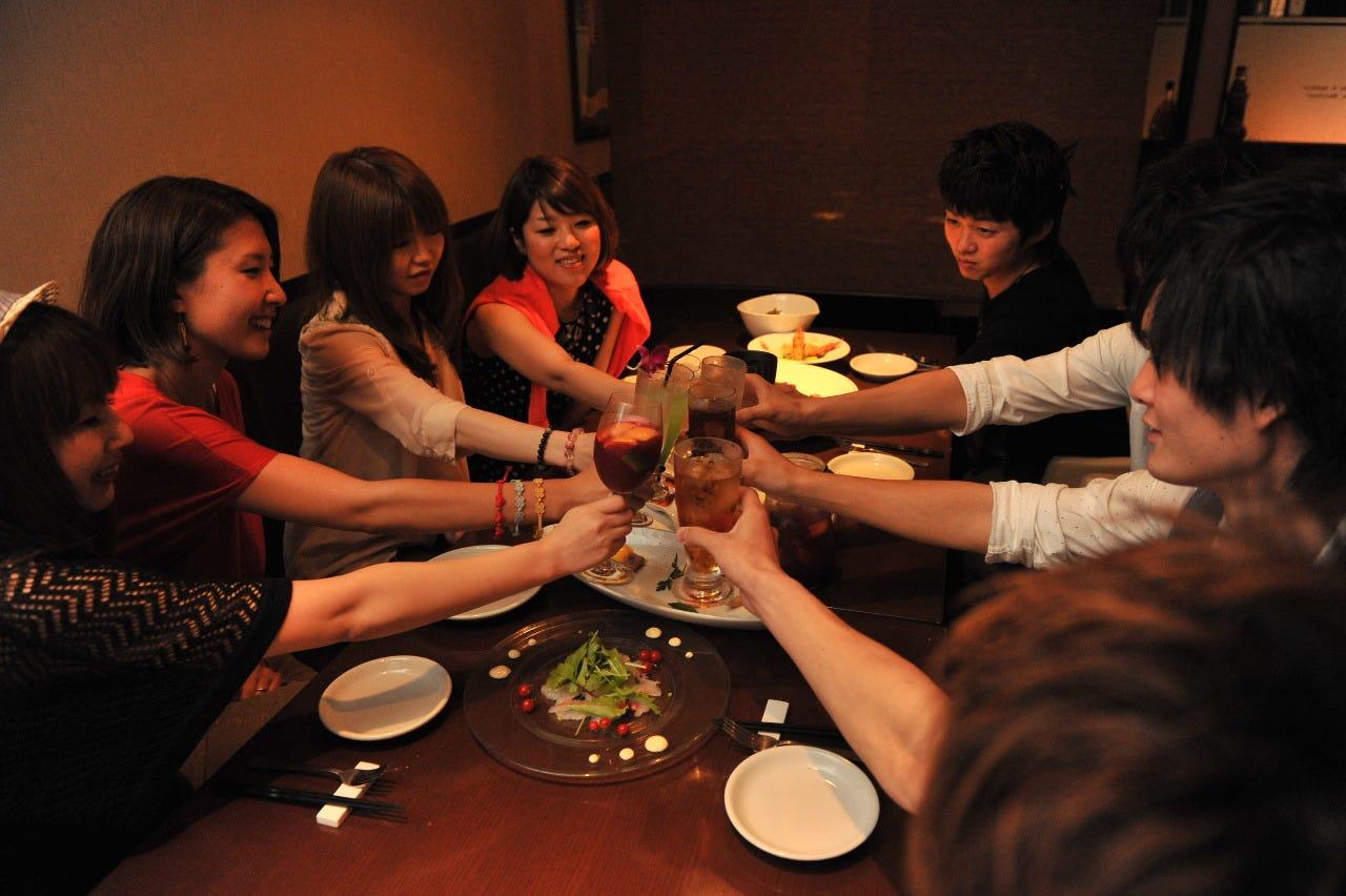 おすすめ PARTYコース3,000円】鮮魚ののカルパッチョや肉料理…《+1500円で飲み放題120分》