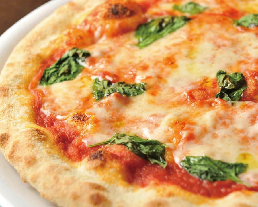 生地から手作りのこだわりピザ