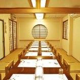 【会食・法事】2階の広間は24名様までのテーブル席です