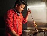 炭火焼のタンドール窯を使用したタンドリーチキンは絶品です!