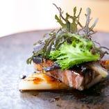 鳴海シェフの巧みな調理技術が素材の美味しさを引き立てます。