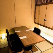 接待・会食向きの静かな個室。分煙有