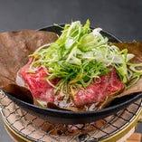 牛肉の朴葉焼きなど季節に合わせた月替わりのコースをご用意。