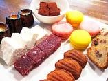 ミニャールディーズ ディナーの食後の小菓子