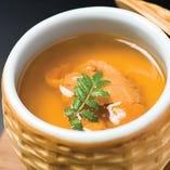 【人気の逸品】 贅沢な味わいが人気の極上うに茶碗蒸し。