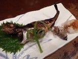 鰰(ハタハタ)子持醤油焼 !お腹に卵(ブリッコ)が入った雌のハタハタ!日本酒に合います