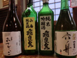 豊富な種類の地酒が自慢(飛良泉・おさげっこ・刈穂《六舟》)秋田の地酒は通年を通して常時30種類以上ご用意しております!