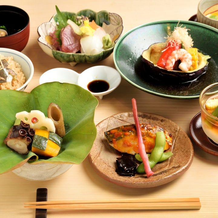 旬の食材を使った日本料理を堪能する
