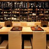 檜の一枚板カウンターで、割烹酒亭の日本料理をご満喫ください