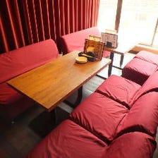 カーテン仕切りの半個室完備