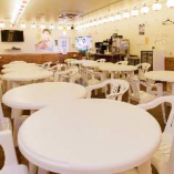 まるでビアガーデンのような、広々とした開放的な空間。当店きっての人気スペースを、30~最大80名様で独占していただけます!