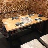 【個室のテーブル席】4名席が4卓のお席をご用意しております。