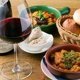ソムリエ厳選100種以上の安うまワイン。