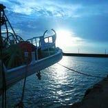 全国302漁港の提携漁師から旬の魚を毎朝直送しています