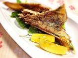 熟練の技で鮮魚を捌きお客様の元へ「ウマイ!」をお届けします!