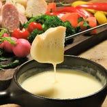 濃厚チーズがとろ~り!チョコフォンデュとダブルで楽しめます!