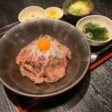 【当店イチ押し】神戸牛と黒毛和牛のスペシャル炙り丼