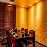 銀座の個室で落ち着いてお食事できます。夜景を望めるお部屋も…