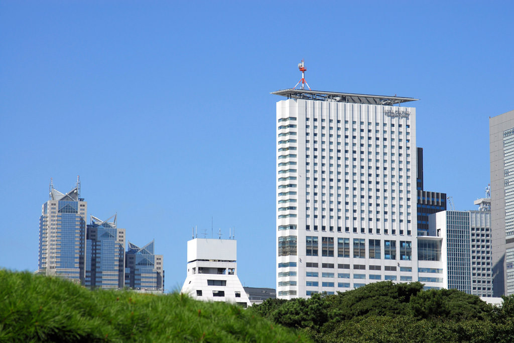 JRほか新宿駅南口より徒歩3分