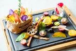 ランチ・ディナーで、絶品熊本県産あか牛や東京産野菜を楽しんで