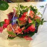 【記念日に】  花束やケーキの手配いたします(別途料金にて)