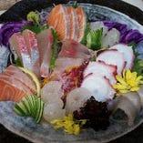 玄海産の新鮮な魚介類も毎日仕入れ!!