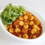 北海道産キタアカリ使用「じゃが芋のニョッキ シーフードトマトソース」