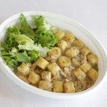 北海道産キタアカリ使用「じゃが芋のニョッキ サーモンとマッシュルームのクリームソース」