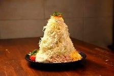 テーブルに聳え立つ「一寸サラダ」♪