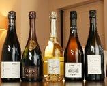 フランス産を中心にワインの銘柄は300種類以上を揃える。