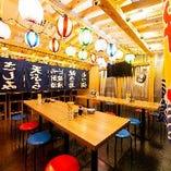 ■屋台風の店内でみんなでワイワイガヤガヤ『テーブル席』