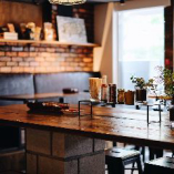 ≪1階テーブル席≫ 開放感のあるテーブル席で寛ぎの時間を