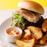 日替わりハンバーガーはシェフが毎日腕をふるう絶品バーガー。